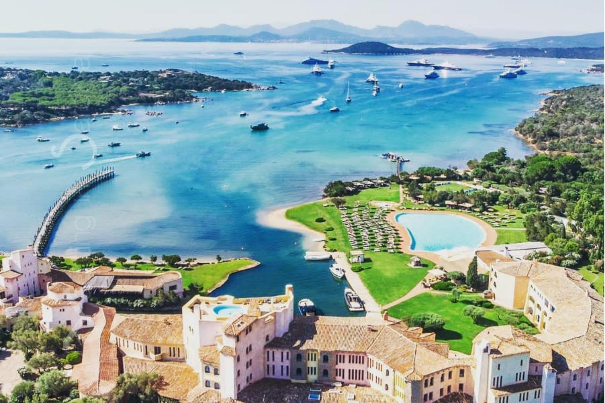 🌟⛵️ Spend your new year's resolutions sailing through Sardinia & Corsica! 🥳